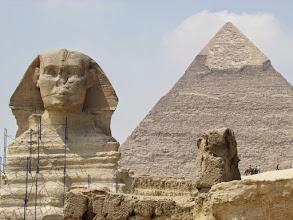 Photo: la esfinge y la pirámide de kefrén
