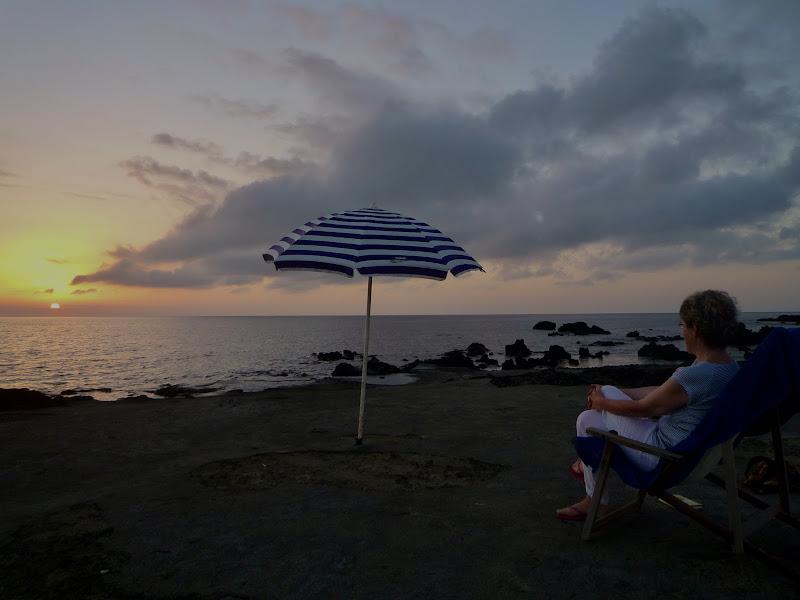 Ammirando il tramonto in solitudine  di annabus58