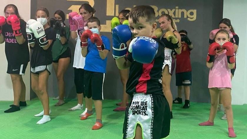 Los más pequeños se apuntan a vivir en el mundo del boxeo.