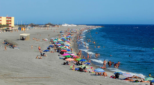 Los 3.000 'vigilantes de la playa' desempleados cobrarán un neto de 1.900 euros