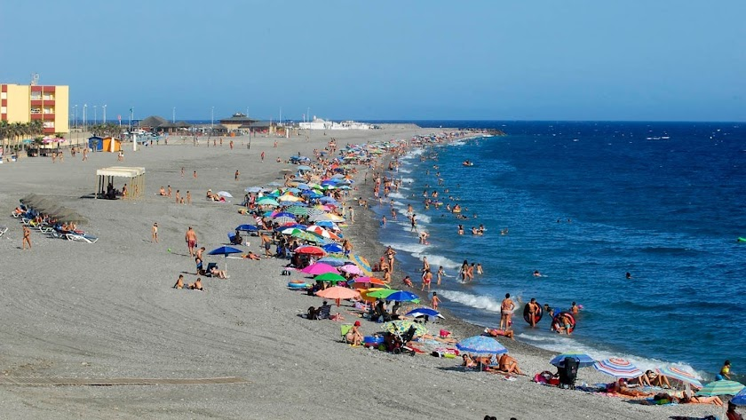 Playa de la Sirena Loca de Adra.