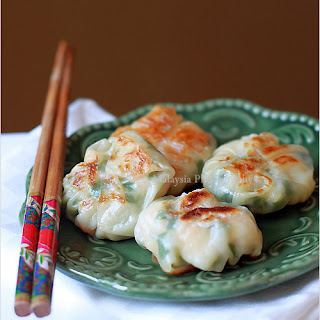 Shrimp and Chive Dumplings (韭菜虾饺)
