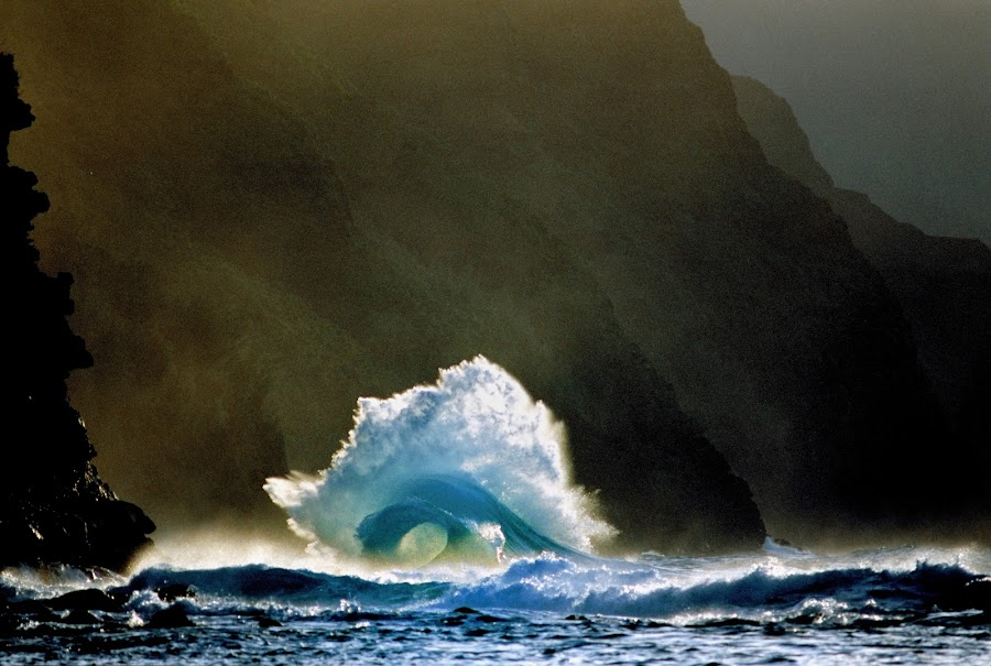 Na Pali Royal Wave by James Bokovoy - Landscapes Waterscapes ( kauai, waves, na pali coast, landscape, hawaii )