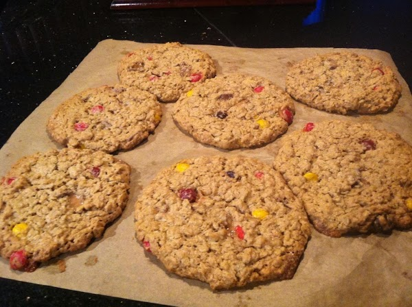 BAKE FOR 20 MINUTES OR UNTIL LIGHTLY BROWND.....LET COOL COMPLETELY B4 REMOVING FROM COOKIE...