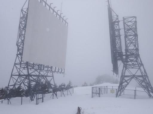 山頂の電波反射板