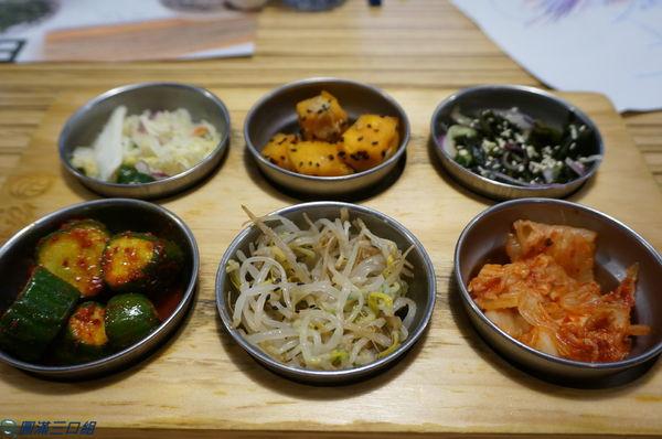 台中西區_BANNCHAN 飯饌韓式料理餐廳@來來來來來來 六小福的小菜來試試 冷呼呼的當下就是配韓味