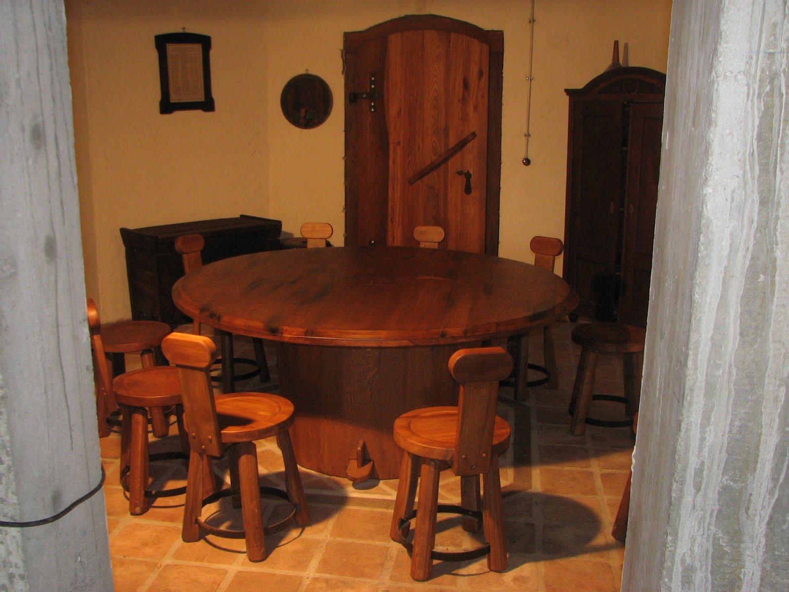 Masivna lesena miza