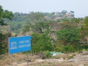 Photo: V roce 2008 byl chrám zařazen organizací UNESCO na seznam světového dědictví. Na fotce pohled směrem do Thajska.