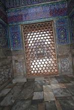 Photo: Redžistane priėjęs policininkas tyliai siūlėsi užkelti mus į vieną iš jo bokštų už tam tikrą kainą. Kada pasakėme, jog neturime pinigų, jis kainą nuleido dvigubai. Po to dar perpus kol suprato, kad mes nelinkę mokėti papildomai už ir taip jau brangiai mokėtą Redžistano biletą.  One of the policemen silently asked us if we want to be taken to one of its minarets, but we said that we have no money. He chopped the price half and then again half when he understood that we are not willing to pay extra for already expensive tickets.