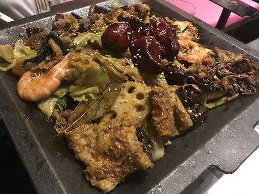 第一次在台灣吃麻辣香鍋!