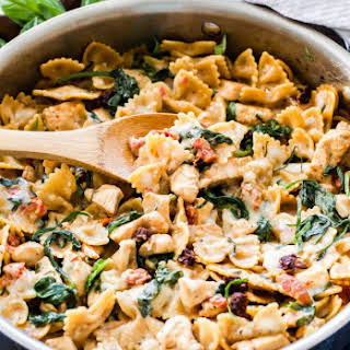 One Pot Creamy Sun Dried Tomato and Spinach Pasta with Chicken.