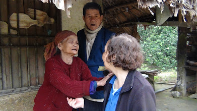 Photo: Phát tiền cho người nghèo ơ Van Căn/Hương Khê/Ha Tĩnh