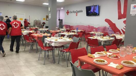 Más de 80 personas disfrutan de la comida navideña de Cruz Roja y FAAM