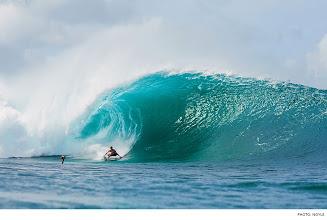 Photo: Photo of the Day: John John Florence, Pipeline. Photo: Noyle #Surfer #SurferPhotos