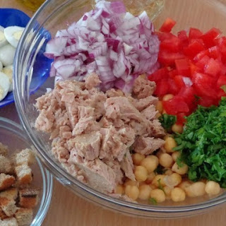 Low Calories Tomato Salad With Tuna.