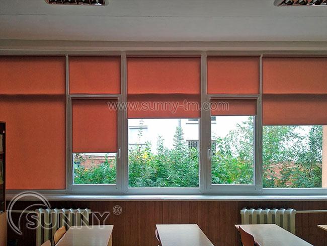 Особливості догляду за рулонними шторами