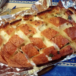 Cheesy Garlic Party Bread