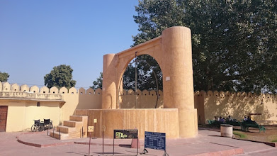 Photo: the sooooo interesting observatory with sooo many interesting devices/tools in jaipur
