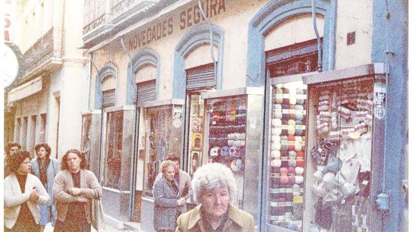 Almacén de Novedades Segura en la calle Las Tiendas.