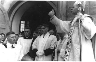 Photo: Vyskupas V. Borisevičius šventina Pakutuvėnų bažnyčią. 1943 11 29 d. Nuotrauka iš Stanislavos Grigalauskaitės asmeninio archyvo