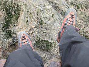 Photo: Deuxième pause thé les pieds dans le vide..