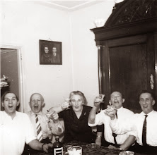 Photo: v.l.n.r. Tinus Hofsteenge, hendrik Schuiling, Aolie Schuiling, Roel Harms en Harm Zandvoort, buren