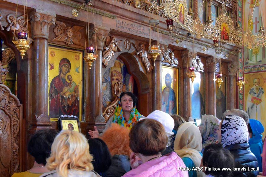 У чудотворной Страстной иконы в церкви 12 апостолов на Кинерете в Галилее Христианской.  Гид в Галилее Христианской Светлана Фиалкова.