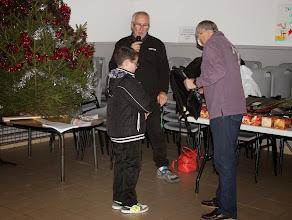 Photo: Début de la distribution des cadeaux et friandises.