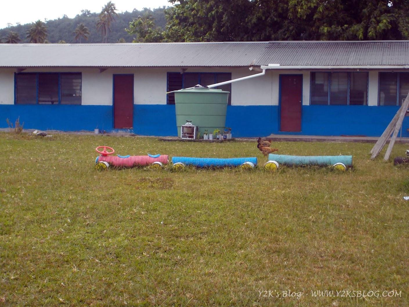 Il trenino nel giardino della scuola di Port Orly - Santo