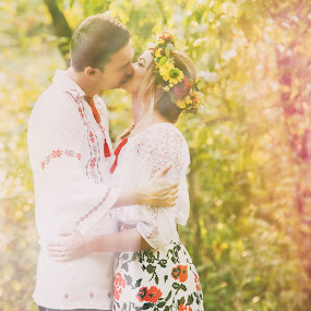 Colors of the autumn by Paul Padurariu - Wedding Bride & Groom ( love, kiss, romantic, couple, bride and groom, bride, paul padurariu photography, groom, colours )
