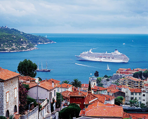 crystal-symphony-villefranche.jpg - Crystal Symphony in Villefranche-sur-Mer in the Côte d'Azur region on the French Riviera.