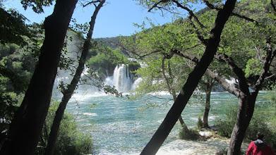 Photo: Skradinski Buk, een reeks van 17 watervallen over travertijnplateaus