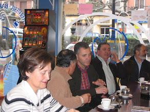 """Photo: 30/12/2007 El pasado fin de semana un grupo de compas del 60 a 66 del norte de España nos reunimos en Santo Domingo de la Calzada con nuestras """"santas"""" para brindar con cava catalán, ( Barrado lo aportó) por el año que acaba que tanto, tanto, de tantos nos ha traido; para que el próximo se porte bien y para afianzar los afectos y sentimientos reencontrados. Estuvimos Barrado, Juan Manuel Díaz, Maxi Peña, Medarde, Borge, Jesus Palomo y Santamarta. Otros se sumaron por teléfono, Teofilo Velasco, Manso,  Suazo, etc."""