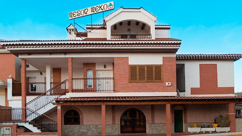 El Mesón Meko está situado a la entrada de Turre, a los pies de Sierra Cabrera.