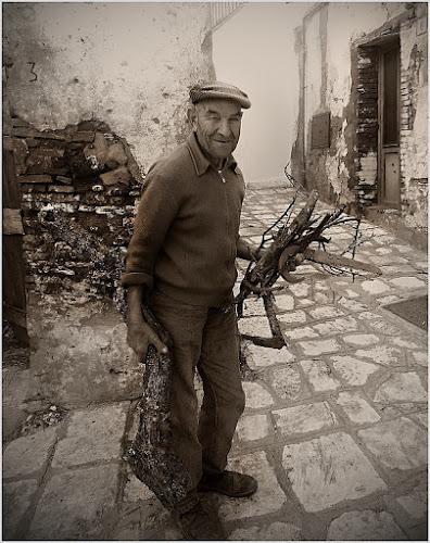 Un'anziano taglialegna di Antonello82