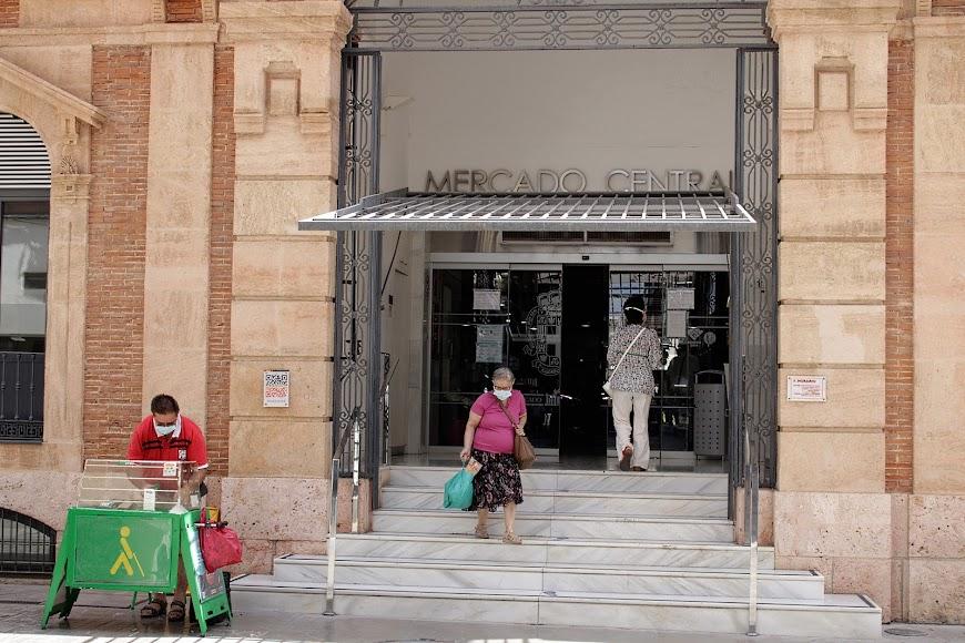 Mercado Central, acceso de calle Aguilar de Campoo.