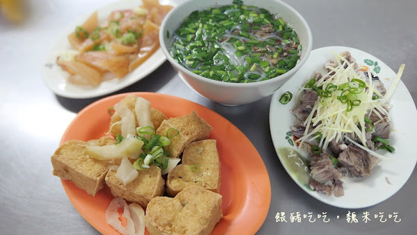 |台中南屯|  三重埔米粉湯  |  大骨湯免費續、小菜多樣