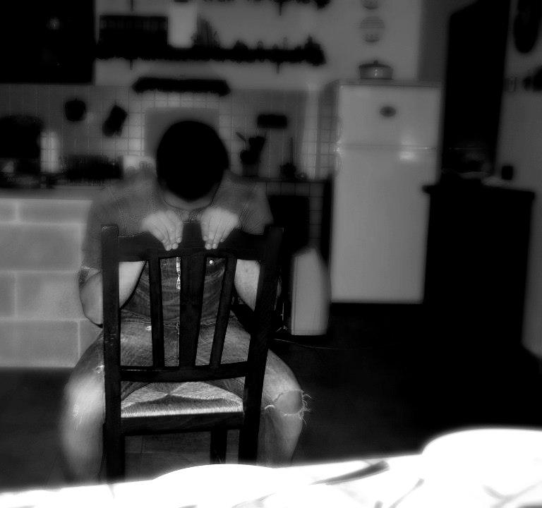 Diversi modi di usare una sedia. di simonaaugh