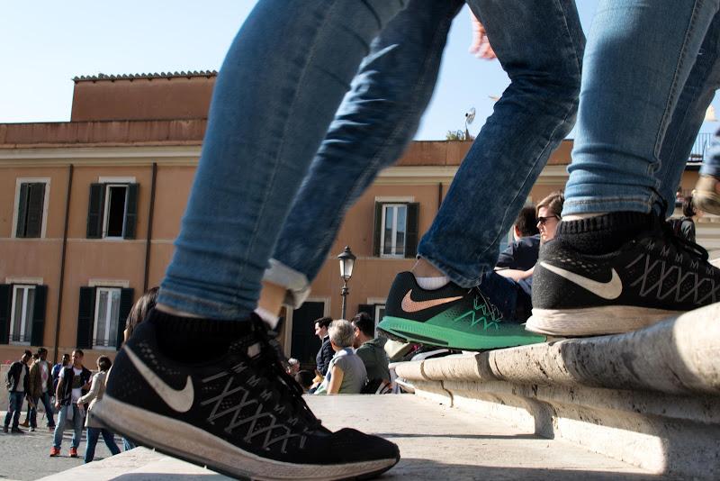 Giovani scarpe salgono di Camillo G