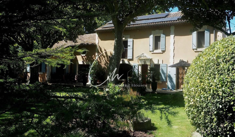 Villa avec piscine et terrasse Noves