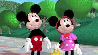 Minnie joue les Petit Chaperon Rouge