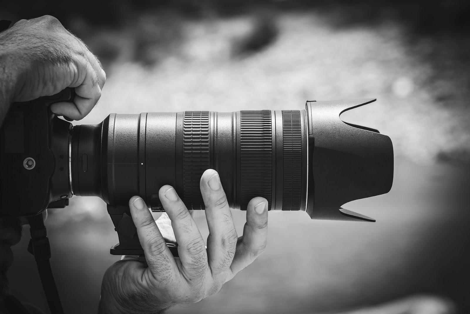 lens with lens hood
