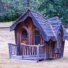 Hobbitt doll house by Will McNamee - Artistic Objects Toys ( patty_j_ball@hotmail.com; donaldbarber11@msn.com; donaldbarber11@msn.com; d3a1@aol.com;  postholes2002@yahoo.com;,  )