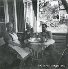 Photo: Dammen. Hanna, Karl och Henry Fahlgren