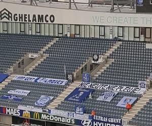 📷 Supporters KAA Gent komen met leuke boodschappen voor de zorgsector en de spelers en lachen ... met het lege stadion