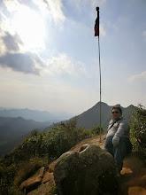 Photo: 山頂上除了皇帝椅之外,國旗也是主要山頂標示之一