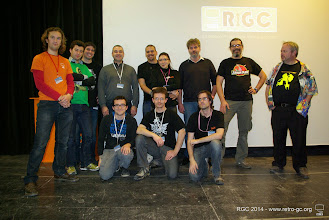 Photo: L'équipe RGC (pas au complet) du wk en présence de JM Destroy. De gauche à droite, debout : Odie_one, Arethius, Iceman, Jeffrey, Fei, Marie, JM Destroy (invité), Xirius_thir, NTRS. Assis : ShyKoopa77, Princeps.bonus, MDV