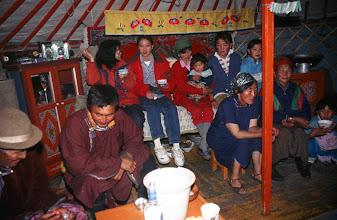 Photo: 03288 ハドブルグ家/近隣牧民の宴会二次会/ゲル内部