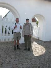 Photo: Peter Grønlykke og Jens Kristian Krarup udenfor Højst kirke