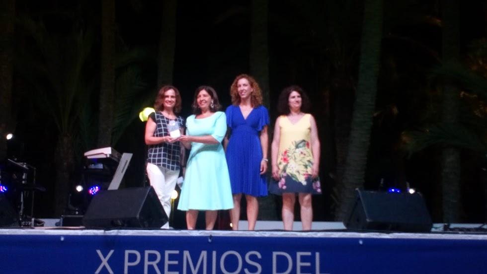 Carmen García Campoy recoge su galardón.